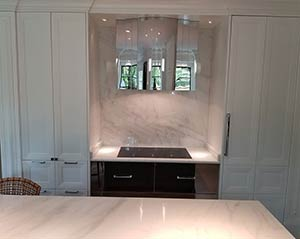 Quartzite: super white island backsplash
